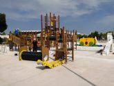 Comienzan a instalar en el parque del Acueducto el castillo de juegos infantiles más alto de la Región