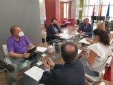 El alcalde reclama a la Consejería de Administración Pública y al Consorcio de Extinción de Incendios el refuerzo de la plantilla de bomberos del Parque Alhama-Totana