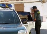 La Guardia Civil detiene a dos jóvenes por maniatar a un menor a una señal de tráfico y difundir sus fotografías en una red social
