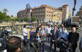 Un pórtico floral de 12 metros en el Puente de los Peligros recibe mañana a la Patrona de la ciudad