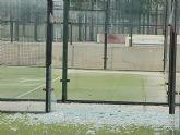 El PSOE pregunta al PP si practicar pádel entre hierba, cristales rotos y con calvas en la pista es una nueva modalidad deportiva