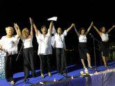 Decenas de personas disfrutaron de la poes�a en la noche de los 'mares de papel'