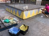 Más de 50 vecinos pintan junto con técnicos del Ayuntamiento de Murcia 20 paredes de San Antolín