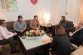 Castejón: 'Si el aeropuerto lo pagamos entre todos, es inadmisible que sólo puedan trabajar en él los taxistas de Murcia'