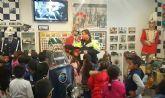 Más de un centenar de alumnos del CEIP 'Comarcal-Deitania' visitan las dependencias de la Jefatura de la Policía Local y la Colección Museográfica