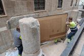 Traslado el mural del ´Puerto Romano´ de Ramón Alonso Luzzy para su restauración