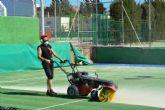 Mejoras en la pista de tenis del polideportivo