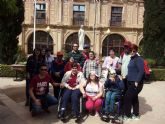 Usuarios y profesionales del Centro de Día para Personas con Discapacidad Psíquica 'José Moyá' visitan las instalaciones de la UCAM