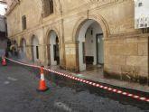 La Oficina Municipal del Grafiti elimina las pintadas de los soportales de la Catedral