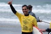Efren Mompe�n del Club Bah�a Surf de Mazarr�n gana el oro mundial con la Selecci�n Española de Surf Adaptado