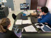 El alcalde, José Miguel Luengo y la concejala de Derechos Sociales, Estíbaliz Masegosa se reúnen por videollamada con el Consejo Local de la Infancia y Adolescencia del municipio