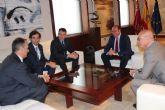 Pedro Antonio Sánchez se reúne con el vicepresidente de Sabic en Europa