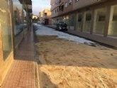 La Policía Local identifica al conductor del vehículo causante del vertido de aceite hidráulico en la calle Alhama hace unas semanas
