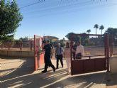 60 policías vigilan 172 centros educativos para evitar actos vandálicos durante el verano