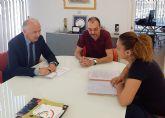 El alcalde torreño se entrevista con la asociación de vecinos del barrio del Carmen