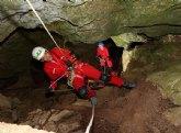 El consejero Celdrán desciende a conocer el futuro monumento natural de la Sima de la Higuera