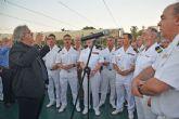 Miembros de la Armada Espanola incluidos, y amantes del mar que ese día se suman al