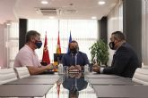 [El consejero Antonio Sánchez Lorente se reúne con el presidente del comité organizador del Congreso Nacional de Bomberos