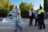 La Alcaldesa y técnicos municipales visitan las obras de mejora del camposanto archenero