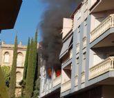 Policía Local y Protección Civil intervienen en un incendio en un piso, que sofocan efectivos de Bomberos del CEIS de la Región de Murcia