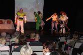 Más de 400 espectadores disfrutan de la divertida pantomine de la asociación ADAPT
