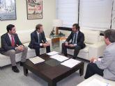 El Consejero de Fomento e Infraestructuras recibe al Alcalde de Torre-Pacheco