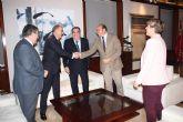 El jefe del Ejecutivo regional se reúne en el Palacio de San Esteban con el presidente de la Agrupación Sardinera de Murcia, Gregorio González