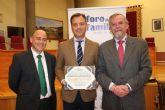 El Ayuntamiento de Yecla recibe la distinción de la Asociación Foro de la Familia