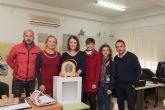 La junta municipal de El Progreso entrega desfibriladores a los colegios y al centro social