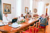 El profesor Ángel Faz entrega a la alcaldesa los trabajos del proyecto de restauración del suelo del Hondón