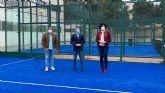 Puerto Lumbreras renueva la superficie de tres pistas de pádel en el polideportivo municipal