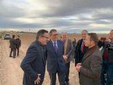 El delegado del Gobierno supervisa el inicio de las obras de emergencia en el canal de drenaje D7 en Los Alcázares en su conexión con la rambla del Albujón