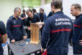 Los Bomberos de Cartagena reciben formación para abrir puertas en casos de emergencia