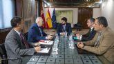 Fernando López Miras se reúne con el presidente del Colegio Oficial de Veterinarios de la Región