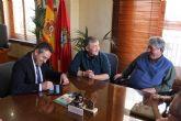 El Ayuntamiento renueva los convenios con los comerciantes de las plazas de abastos de San Pedro y Campoamor