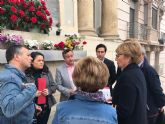 Pelegrín y Sánchez mantienen un encuentro con vecinos y comerciantes de El Carmen que se oponen a la restricción de tráfico del Puente Viejo
