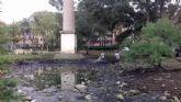 Parques y Jardines realiza la revisión y limpieza del lago del jardín de la Seda para optimizar su estado