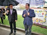 Ni la lluvia privó hoy el descubrimiento de las placas que dan nombre a la avenida Cristo Yacente en Alcantarilla