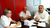 El concejal de Descentralizacion exige a la Direccion General de Transportes que firme la autorizacion para instalar la parada de autobus en Playa Paraiso