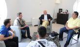 Cs Cartagena atiende las quejas de los peluqueros de Cartagena por la posible competencia desleal en el sector
