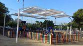 La zona infantil del Carril de los Iniestas de Santiago y Zaraiche ya dispone de sombraje