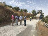 La Consejería de Fomento de la CARM invierte 36.000 euros en la reparación del firme de la carretera que da acceso al paraje de Campo López