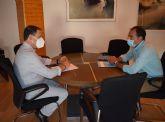 El alcalde se reúne con el gerente del consorcio de residuos sólidos urbanos y visitan el eco parque de Mazarrón