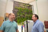 Prueban en la UPCT la eficacia de los jardines verticales en oficinas para purificar el aire