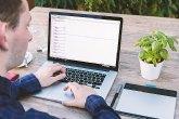 Contar con habilidades digitales podría ayudar a reducir el desempleo de los jóvenes y los seniors